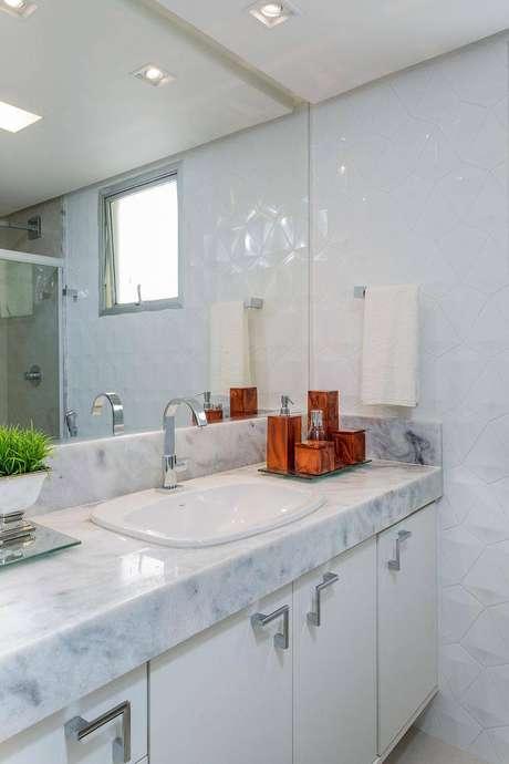 24. Cuba para banheiro simples mas que compõe um ambiente muito agradável. Projeto por Itaigara Milla Holtz