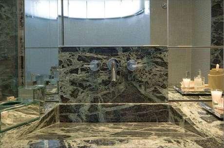 26. Cuba para banheiro feita na própria bancada de mármore, possui design muito moderno e inteligente. Fonte: Gislene Lopes