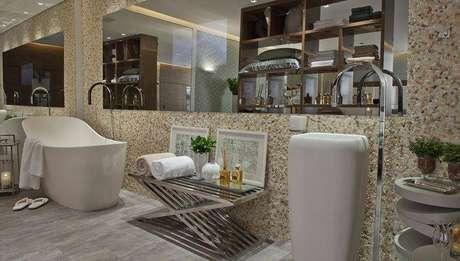 27. Cuba para banheiro com um design bem exclusivo e inusitado. Projeto por Patricia Kolanian Pasquini