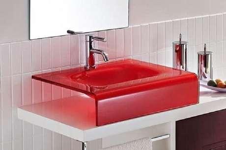 34. A cuba para banheiro de acrílico é produzida de várias cores. Fonte: Pinterest