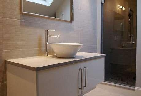 50. Na decoração as cubas para banheiro podem ser estilo bacia de sobrepor. Fonte: Pinterest