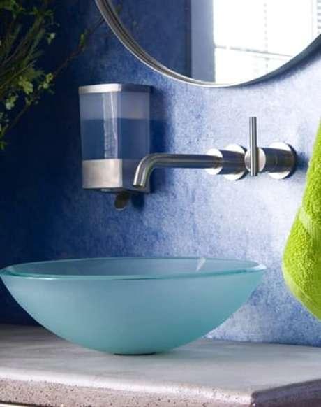 58. A cuba para banheiro cria um efeito visual moderno e refinado. Fonte: Westwing