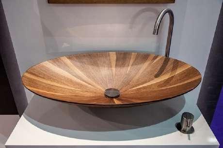 38. As cubas para banheiro de madeira impermeabilizadas podem ter contato direto com a água. Fonte: Blog Jurunense