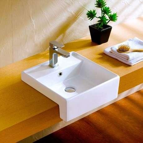 60. Cuba para banheiro de semi encaixe deixa a ambiente com um visual moderno. Fonte: Pinterest