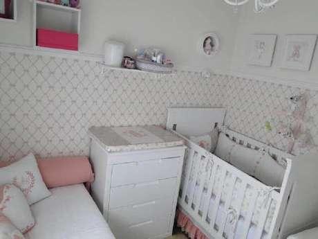 47. Modelo delicado de papel de parede para quarto de bebê