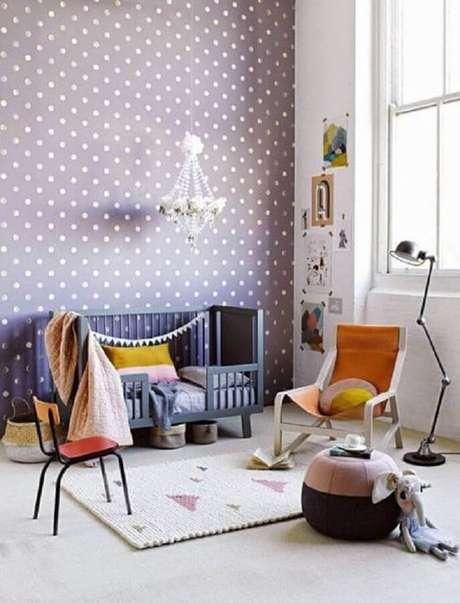 58. O papel de parede de poá é perfeito para decoração do quarto de bebê