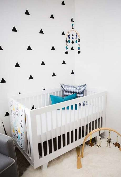 63. Decoração minimalista com papel de parede para quarto de bebê preto e branco – Foto: Pinterest