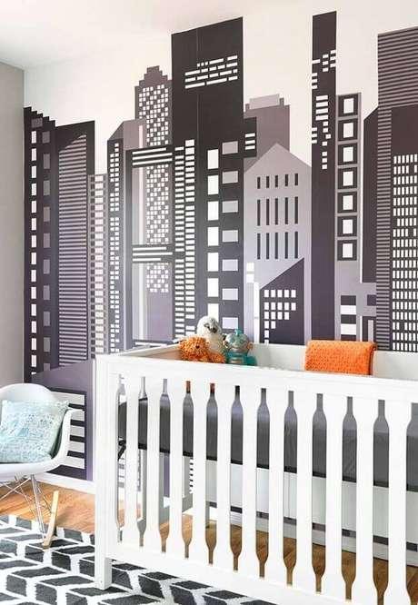 64. Papel de parede para quarto de bebê com estampa de prédios em preto e branco – Foto: Pinterest