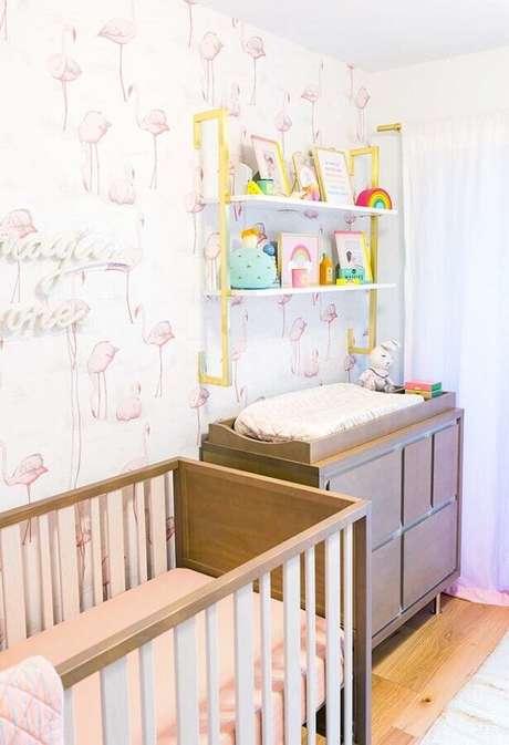 7. Prefira colocar o papel de parede para quarto de bebê em apenas uma parede caso o ambiente seja compacto – Foto: Webcomunica