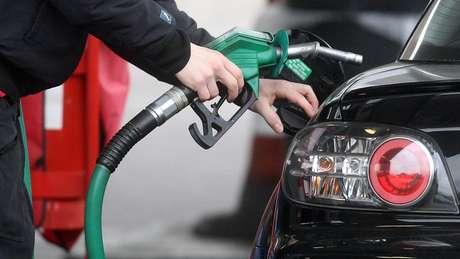 Bolsonaro afirma que diminuiu o preço dos combustíveis três vezes nos últimos dias