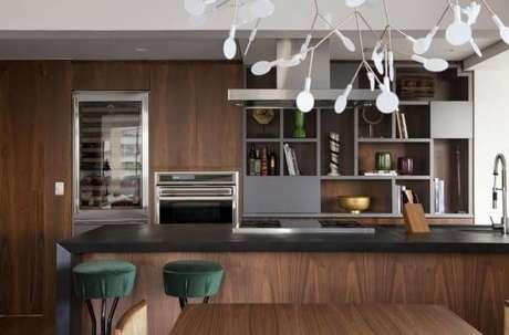 18. Armário de cozinha americana em madeira – Via: Messa Penna