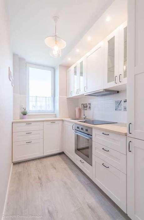 23. Armário de cozinha branco de canto – Via: Ideias Decor
