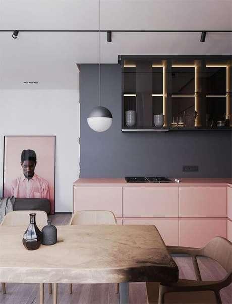 1. Armário de cozinha cinza e rosa – Foto: Casa Vogue