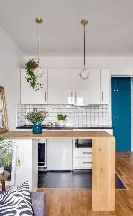 32. Armário de cozinha compacta e bancada de madeira – Via: Decor Fácil
