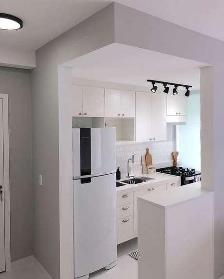 34. Armário de cozinha completo para ambientes pequenos – Via: Dicas Decor