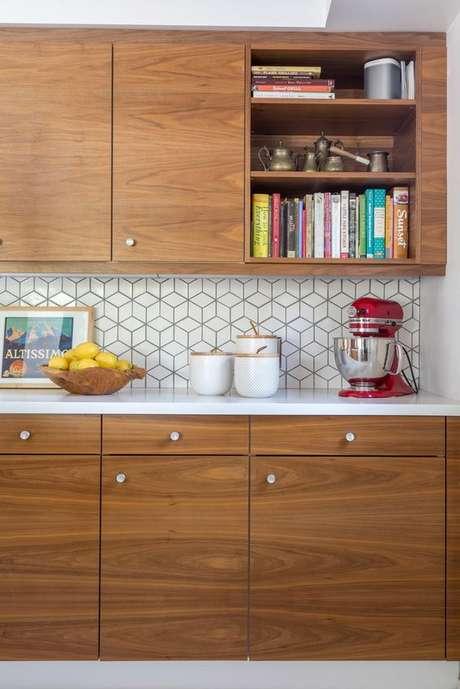 45. Armário de cozinha de madeira – Foto: So Luza