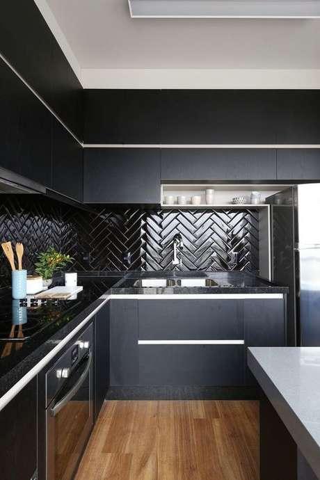 41. Armário de cozinha preto – Via: Decoração de Casa