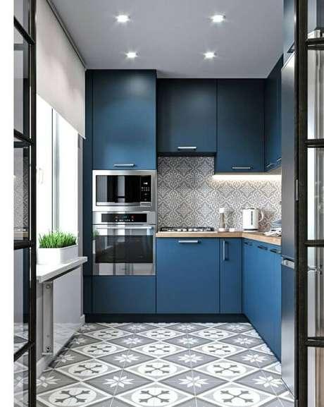 59. Armário de cozinha pequena e azul – Via: Pinterest