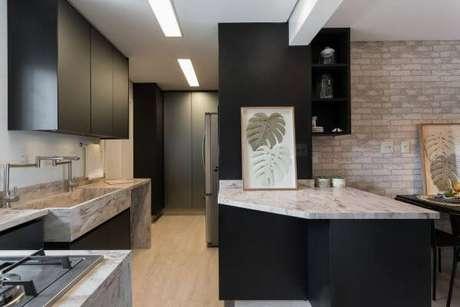 82. Use quadros e elementos decorativos par combinar com sua casa – Via: Helena Koki