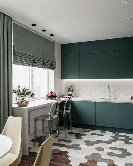 84. Armário de cozinha verde com persiana – Via: Pinterest