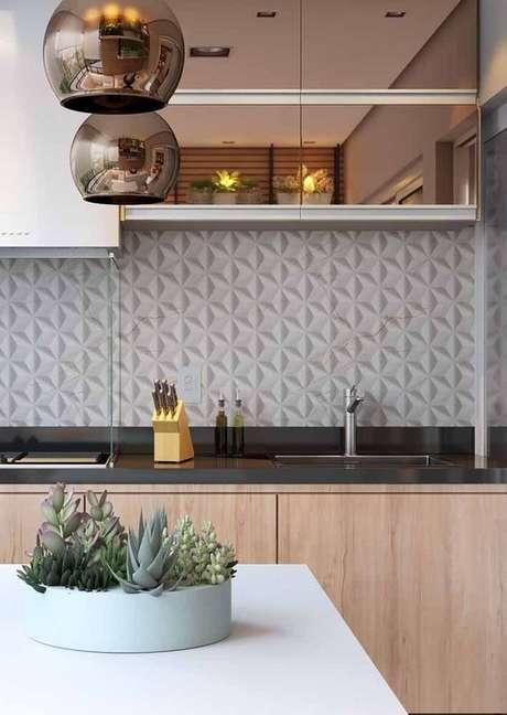91. Cozinha com móveis em rose gold – Via: Revista VD