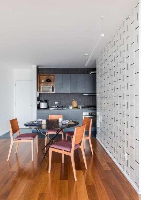 93. Decoração com armário de cozinha pequena – Via: Ina Arquitetura