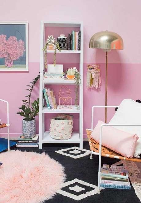 24. O tapete rosa redondo pode ficar sobreposto a um tapete quadrado. Fonte: Pinterest