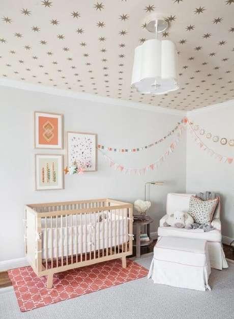13. Modelo de tapete rose para o quarto de bebê. Fonte: Pinterest