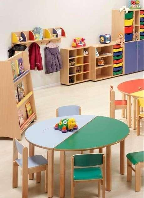 17. Brinquedoteca colorida de madeira para crianças – Foto: Mamães Facilidades e Dicas