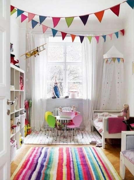 4. Brinquedoteca colorida no quarto infantil – Via: Kitchen Decora