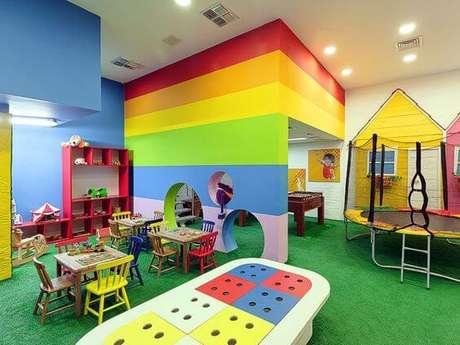 25. Brinquedoteca divertida para várias crianças – Foto: Santo e Santo Arquitetura
