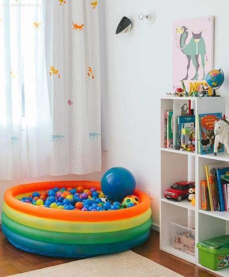 32. Piscina de bolinha na brinquedoteca – Foto: Histórias de Casa