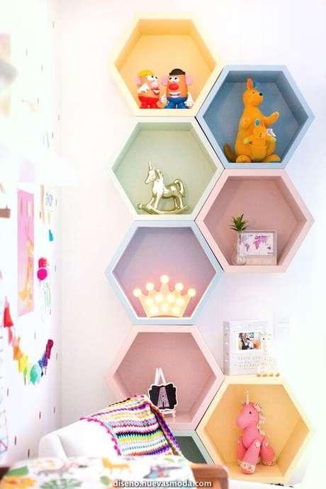 35. Brinquedoteca com nichos coloridos – Foto: Diseno