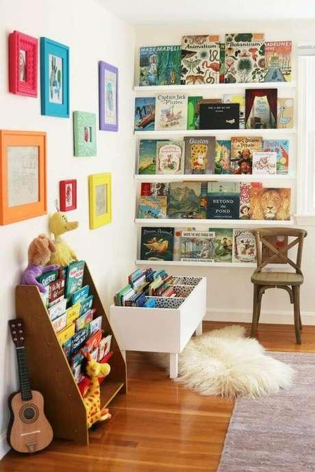 38. Estante com livros – Via: Livettes Wallpaper