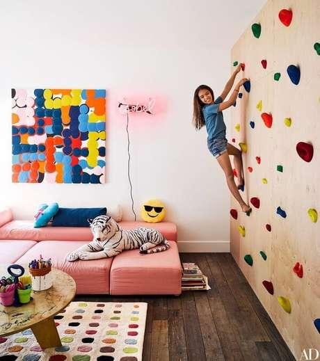 42. Parede de escalada com brinquedoteca – Via: Architectural Digest