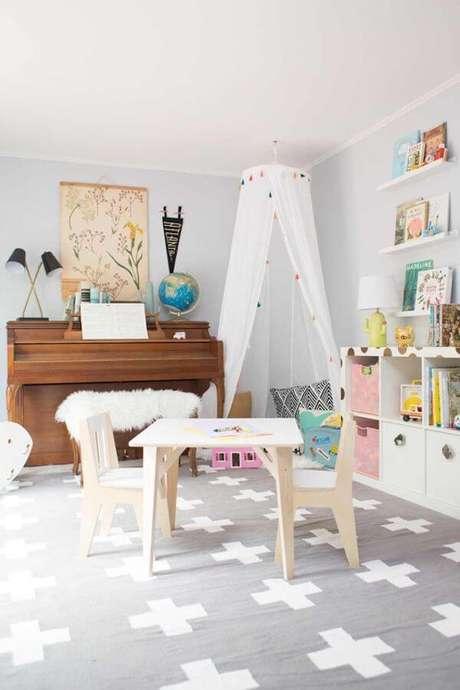 45. Mesa e cadeira na brinquedoteca – Via: Lay Baby Lay