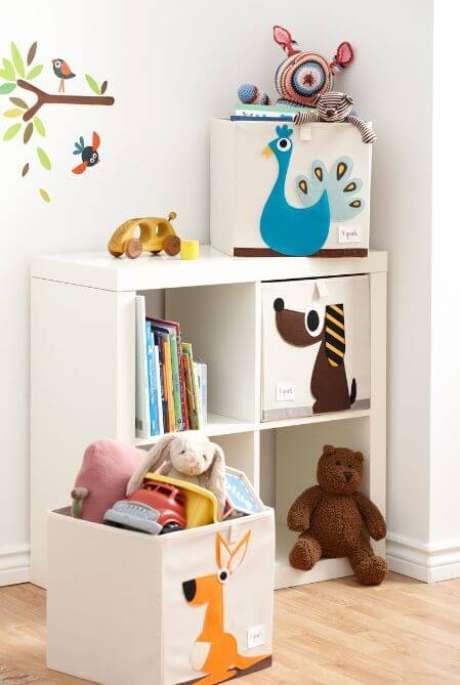 54. Estantes e caixas organizadoras são lindas opções para sua sala de brinquedos – Via: Just Real Mom