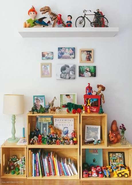 62. Brinquedos organizados para decorar o ambiente – Foto: Historias de Casa