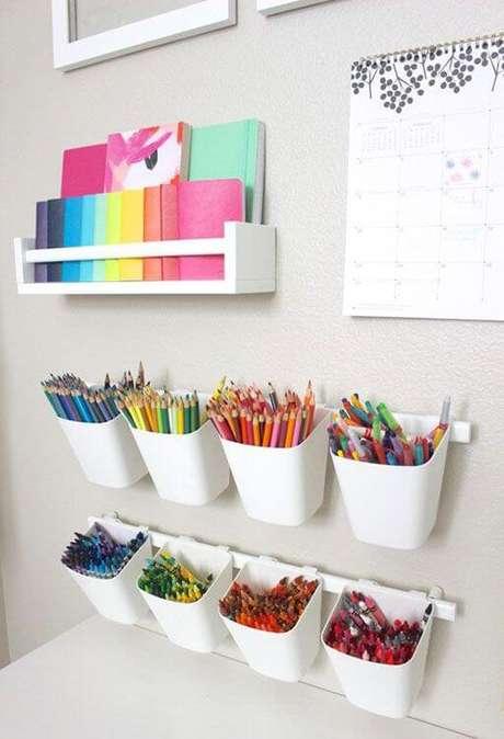 69. Estante para colorir – Via: Pinterest