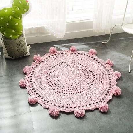 28. Modelo de tapete rose delicado feito de crochê. Fonte: Pinterest