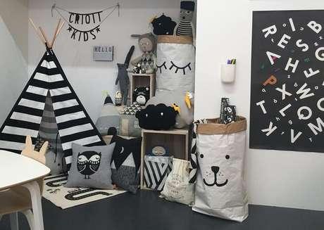 14. Faça uma linda brinquedoteca preto e branco – Via: Crioll Design