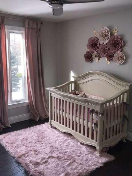 37. Quarto de bebê com tapete rosa bebê peludo. Fonte: Etsy
