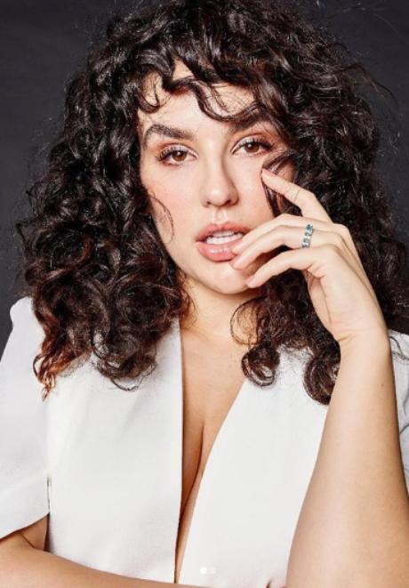 Kéfera Buchmann -  atriz, cantora, apresentadora, influenciadora e escritora brasileira.