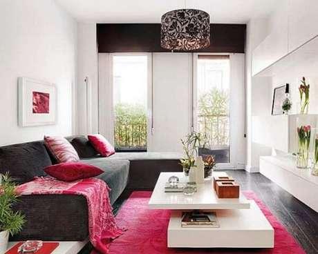 44. Sala de estar pequena com tapete retangular pink. Fonte: Blog da Ny
