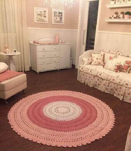 59. Tapete rosa em degradê para o quarto infantil. Fonte: Pinterest