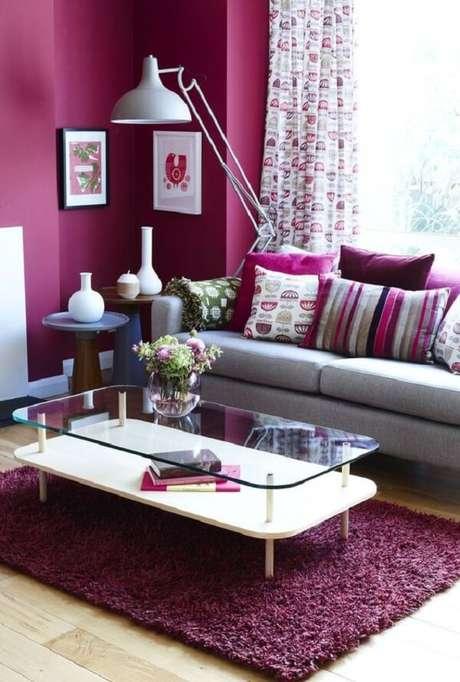 54. Tapete rosa peludo para sala de estar. Fonte: House Beautiful