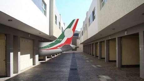 A ideia de sortear um avião despertou a imaginação de internautas, que criaram memes imaginando como seria ter um avião em casa.