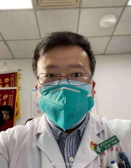 Médico Li Wenliang, que teve problemas com autoridades de saúde por alertar sobre o coronavírus, foi infectado pela doença e morreu