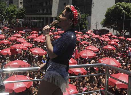 A cantora Claudia Leitte durante o bloco Carnaval Square, realizado no Centro do Rio