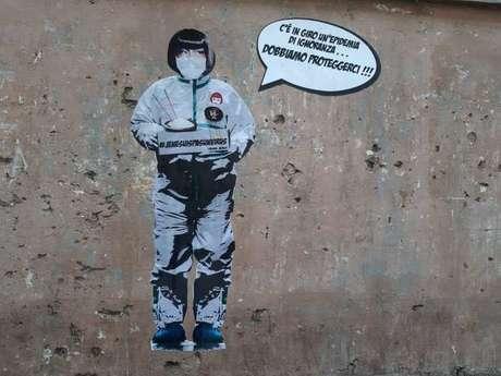 'Há uma epidemia de ignorância, devemos nos proteger', diz um mural pintado em Roma, na Itália